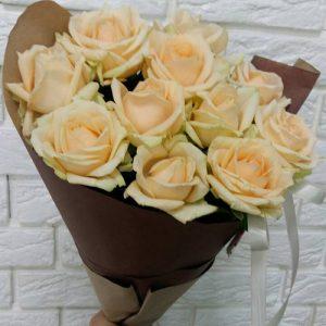 Букет з 11 троянд кремового відтінку
