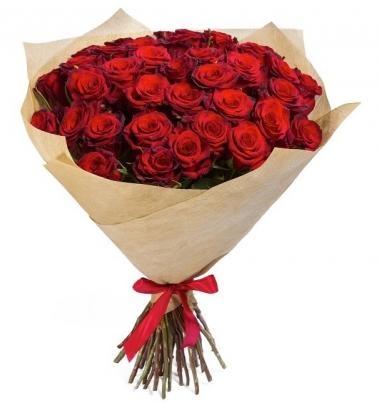 33 червоні троянди фото