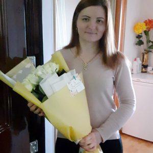букет 11 білих троянд