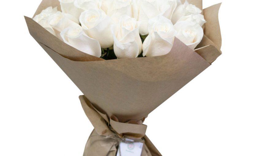 19 білих троянд фото