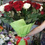 51 біла та червона троянда фото