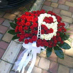 101 роза с числами в корзине на юбилей
