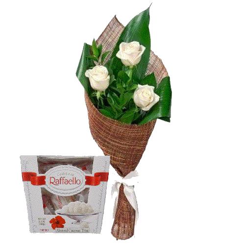 3 білі троянди з цукерками фото