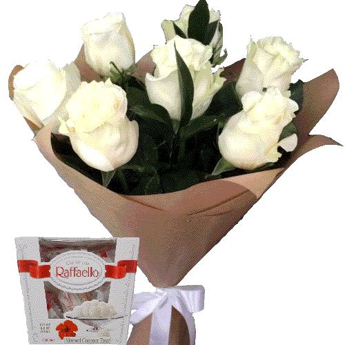 7 білих троянд із цукерками фото