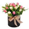 фото товару 25 тюльпанів у капелюшній коробці