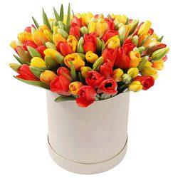 фото товару 101 тюльпан у капелюшній коробці