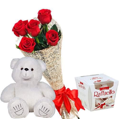 """Ведмедик з букетом троянд та """"Raffaello"""" фото товару"""