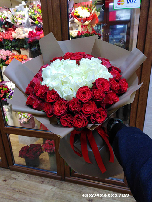 букет 51 троянда серце фото