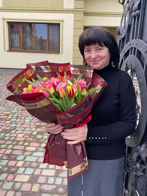 фотозвіт доставки тюльпанів