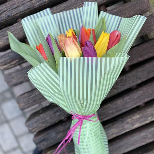 букет різнобарвних тюльпанів фото