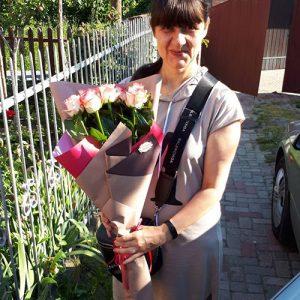 15 розовых роз Джумилия